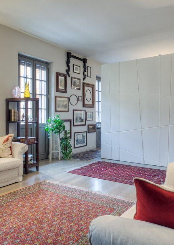 armadio bianco in legno laccato